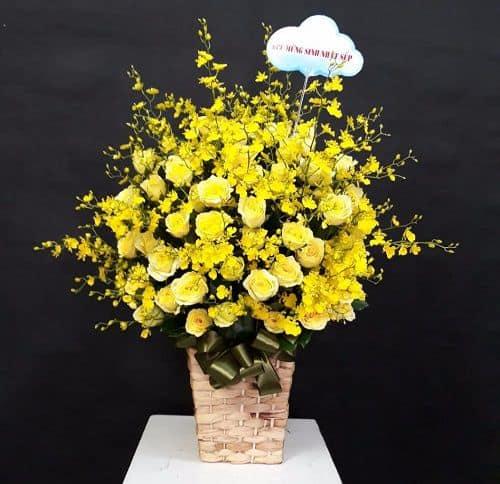 Giỏ hoa màu vàng